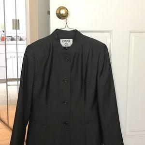 Kasper two piece pant suit. Excellent condition.